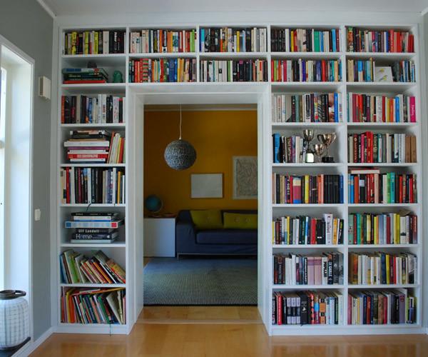 Platsbygd bokhylla