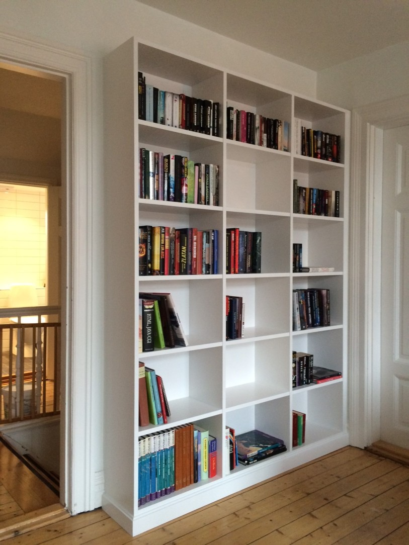 platsbyggd bokhylla i malmö